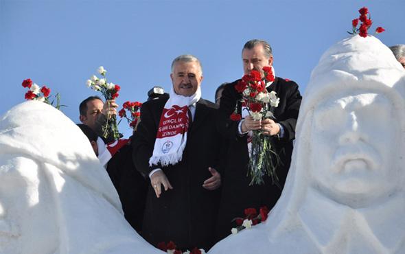 Sarıkamış'ta kardan heykellerin açılışı yapıldı