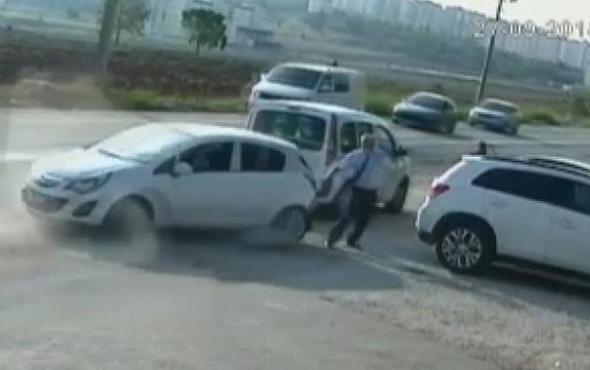 Okul müdürü kaza yapan araçların arasında kaldı