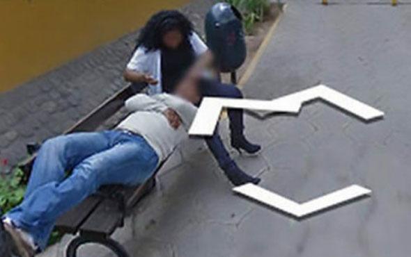 Adres ararken aldatıldığını öğrendi! Eşi sokakta başka biriyle...