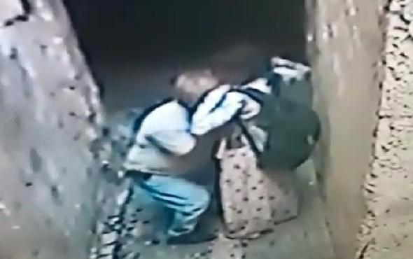 Engelli kız çocuğuna sokak ortasında cinsel taciz