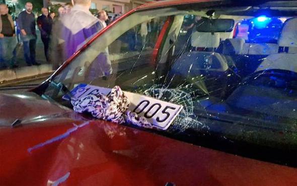 Otomobil çarpan kadın öldü, başörtüsü sileceğe takılı kaldı