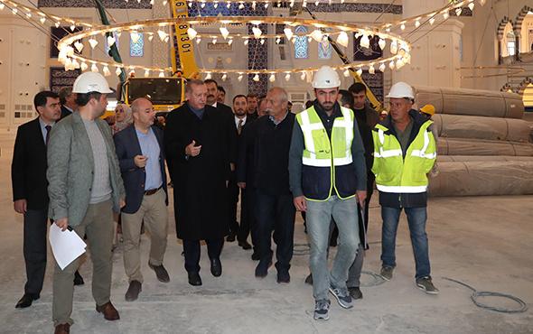 Cumhurbaşkanı Erdoğan, Çamlıca Camii'nde incelemelerde bulundu