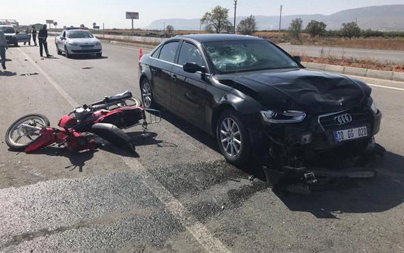Otomobile çarpan kasksız motosiklet sürücüsü feci şekilde can verdi