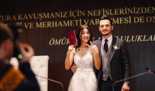Banu Parlak boşandı mı eşi Okan Öztürk kim?