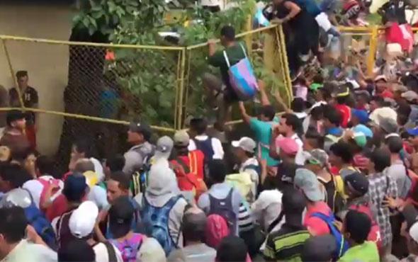 Meksika sınırında insanlık dramı! 'Açız bırakın girelim'