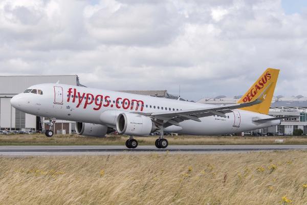 Pegasus Almanya ve Hollanda'ya 3 kentten direk uçuşa başladı