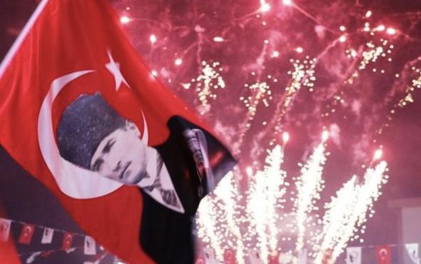 29 Ekim şiirleri Cumhuriyet Bayramı için 2 ve 3 kıtalık kısa ile uzun şiirler
