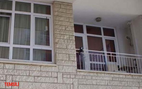 Eve erken gelen koca karısının sevgilisini balkonda bastı...