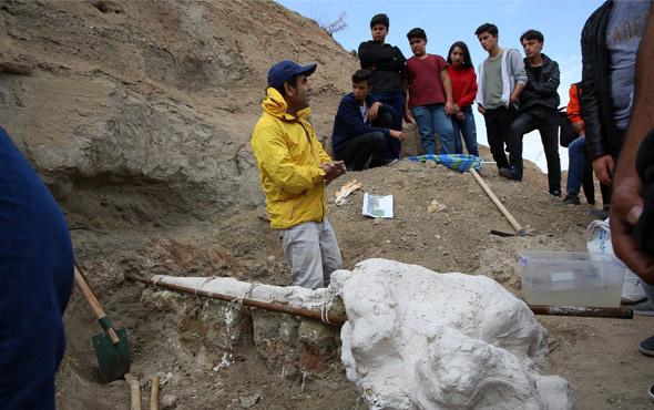 Kayseri'de bulunan 7 milyon yıllık hayvan fosilleri öğrencilerin ilgi odağı oldu