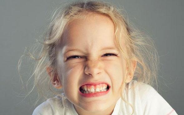 Çocuklarınız dişilerini gıcırdatıyorsa dikkat edin!