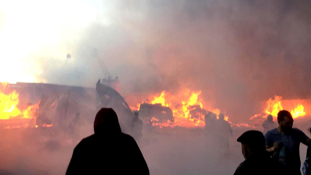 İstanbul'da 3 fabrikada birden yangın son durumu valilik açıkladı