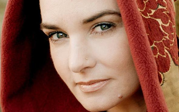 Dünyaca ünlü sanatçı Müslüman olup ezan okudu