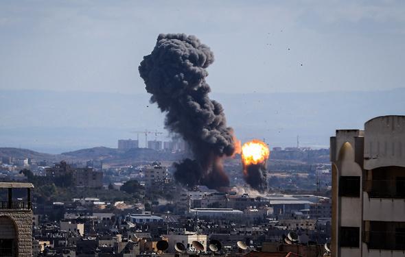 İsrail Gazze'yi bombalıyor...