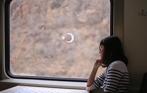 Yolculukta cam kenarı sevenler için kötü haber! 8 kat daha risk altındalar