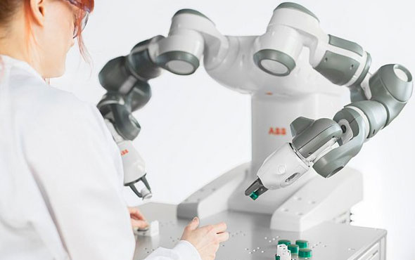 Robotların 'robot' üretebilmesi için fabrika kurulacak!