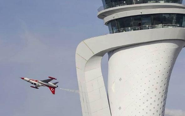 Türk Yıldızları'ndan yeni havalimanı için görkemli gösteri!