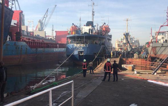 Tuzla'da gemi yangını! İtfaiye ekipleri sevk edildi