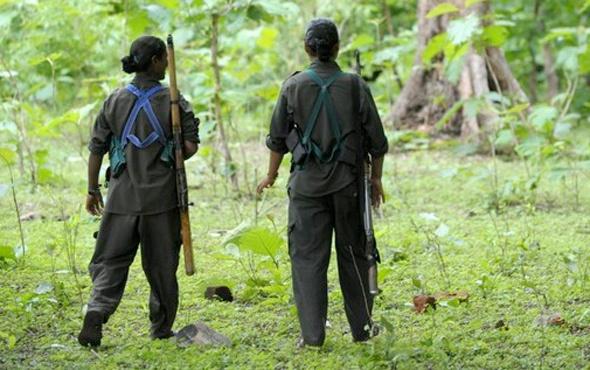Maocu isyancılar polise kurdu