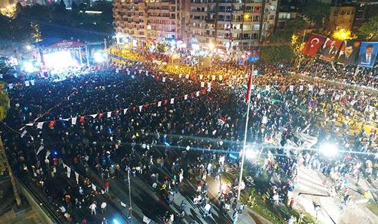 Antalya Cumhuriyet Bayramı'nı Yalın'la kutladı