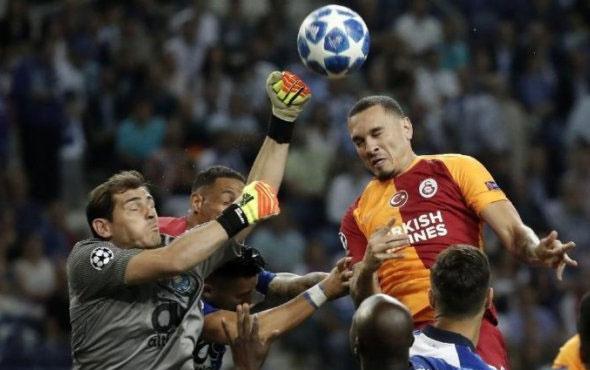 Galatasaraylı ünlü yıldıza ıslıklı protesto!
