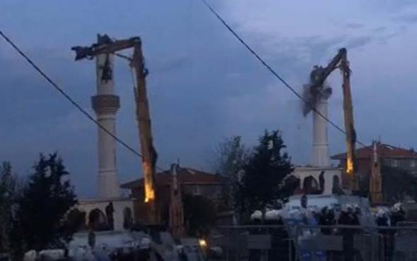 Üsküdar'daki Esentepe Cami yıkıldı İmam cemaati direnişe çağırdı