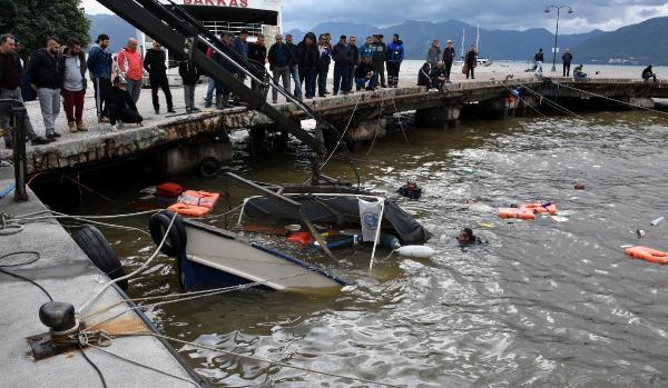 Tekneler battı: Deniz renk değiştirdi! Şimdi de Marmaris'te...