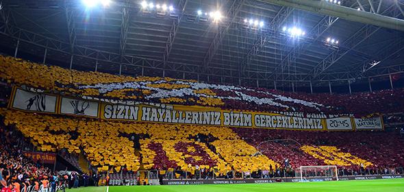 Galatasaray taraftarından müthiş koreografi