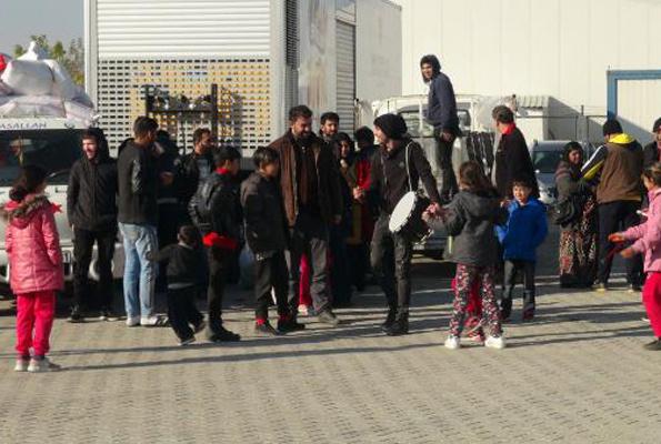 Suriyeliler davul zurna ile gittiler