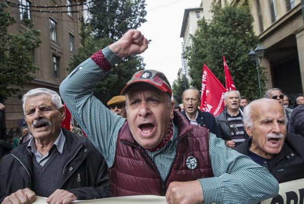 5 bin emekli sokağa döküldü kesintileri geri istediler