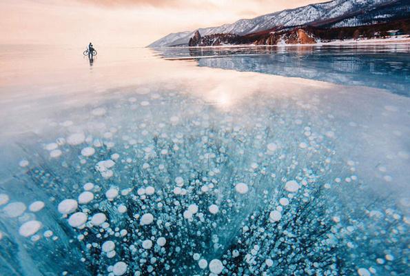 Buzu kırayım derken bacağını kırdı Buz tutan göle çakıldı