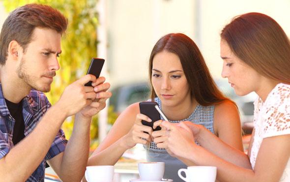 Cep telefonu bağımlılığı 'nomofobi'ye dikkat etmenizde fayda var