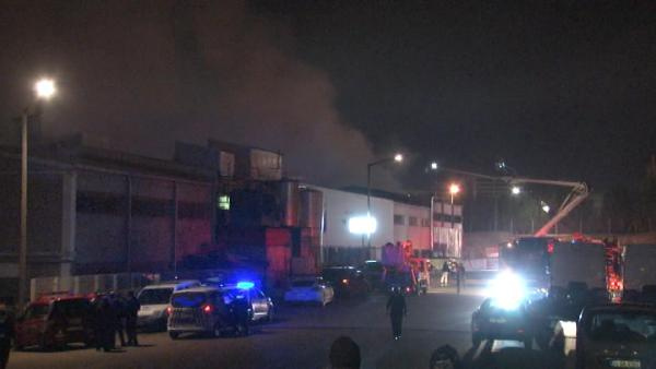 İstanbul'da boya fabrikasında korkutan yangın!