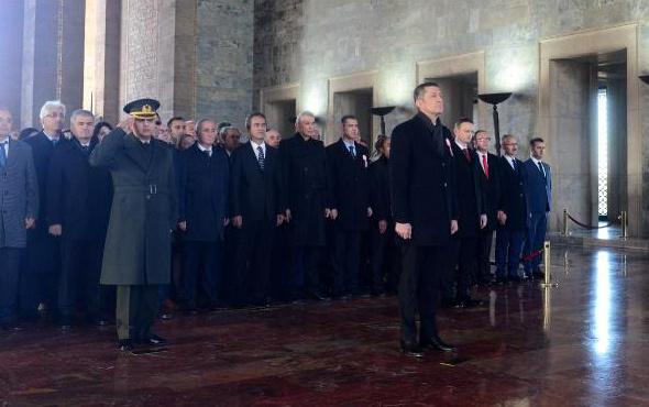 Milli Eğitim Bakanı Selçuk, öğretmenlerle Anıtkabir'i ziyaret etti