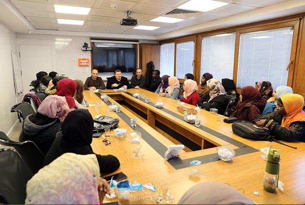 Yetim gençler eğitim için Türkiye'de