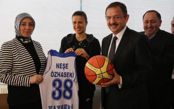 Mehmet Özhaseki'nin eşi Neşe Özhaseki kimdir