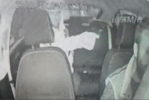 Takside dehşet anları! Bir anda başına silah dayadı