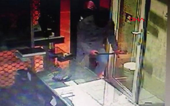 Bursa'da kuyumcuya soygun girişimi güvenlik kamerasına yansıdı