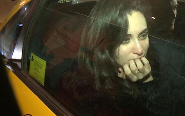 Hande Doğandemir 'arkadaşız' dediği gençle 5 dakika sonra dudak dudağa yakalandı