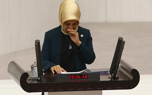 AK Partili Vildan Yılmaz Gürel kürsüde gözyaşlarını tutamadı