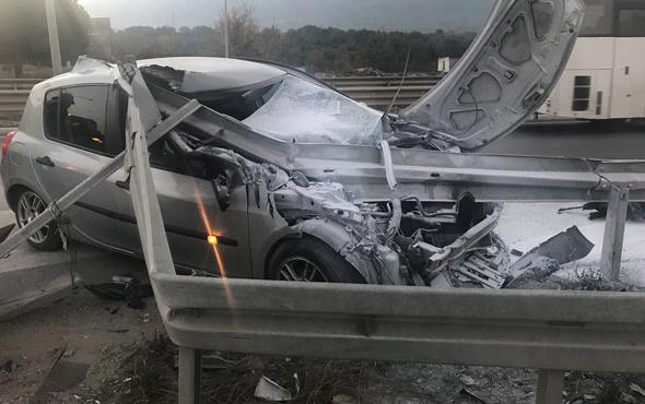 Bariyerlerin saplandığı otomobilden yaralı kurtuldu
