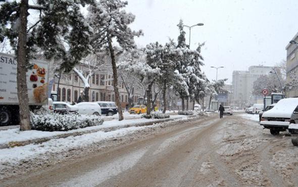 Uşak kar yağışı fena saatlik hava durumu tahmini geldi