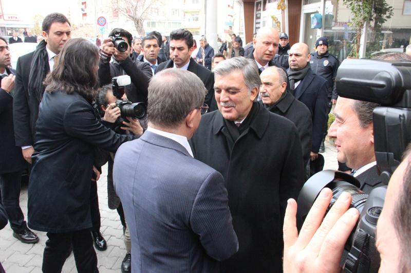 Abdullah Gül Ahmet Davutoğlu ve Ali Babacan cenazede bir araya geldi