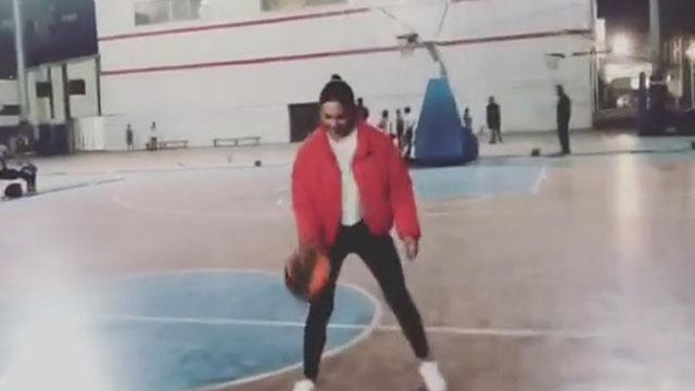 Meryem Uzerli basketbol oynarsa...