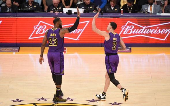 LA Lakers kazandı iki oyuncu 'triple double' yaptı
