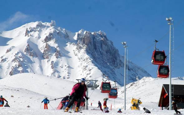 Erciyesliler kayak sezonunu açtı