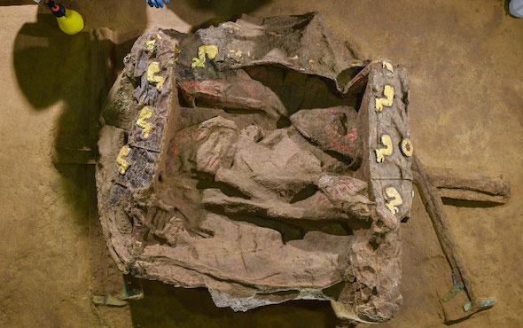 2 bin 500 yıllık lüks binek arabası bulundu
