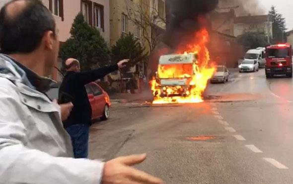 Alev alan minibüse ilk müdahale yaşlı kadından geldi!