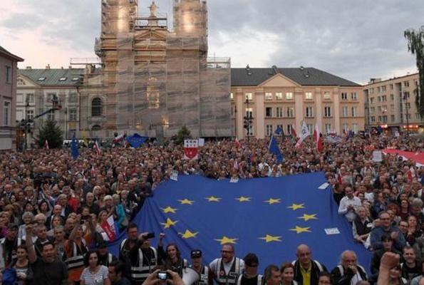 Erken emeklilik bu defa isyan ettirdi Polonya'da yargıç görevlerine geri dönüyor