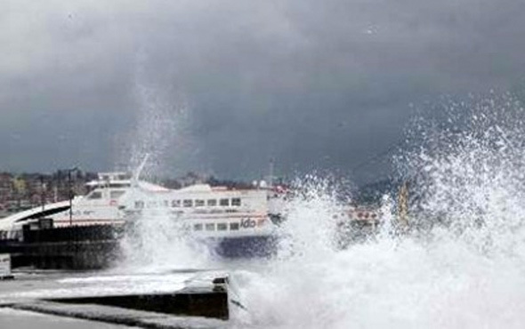 BUDO ve İDO'da sefer iptalleri İstanbul'da yağmur ve fırtına var