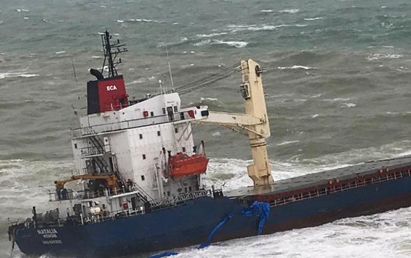 Şile'de kargo gemisi karaya oturdu! Kurtarılan mürettebatın bavuluna dikkat